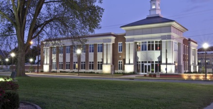 The design is classical in style. The use of brick and stone with classical stone columns at the courtrooms and the entry provide a strong architectural connection complementing the Georgian style of the Hourigan County Office Building.